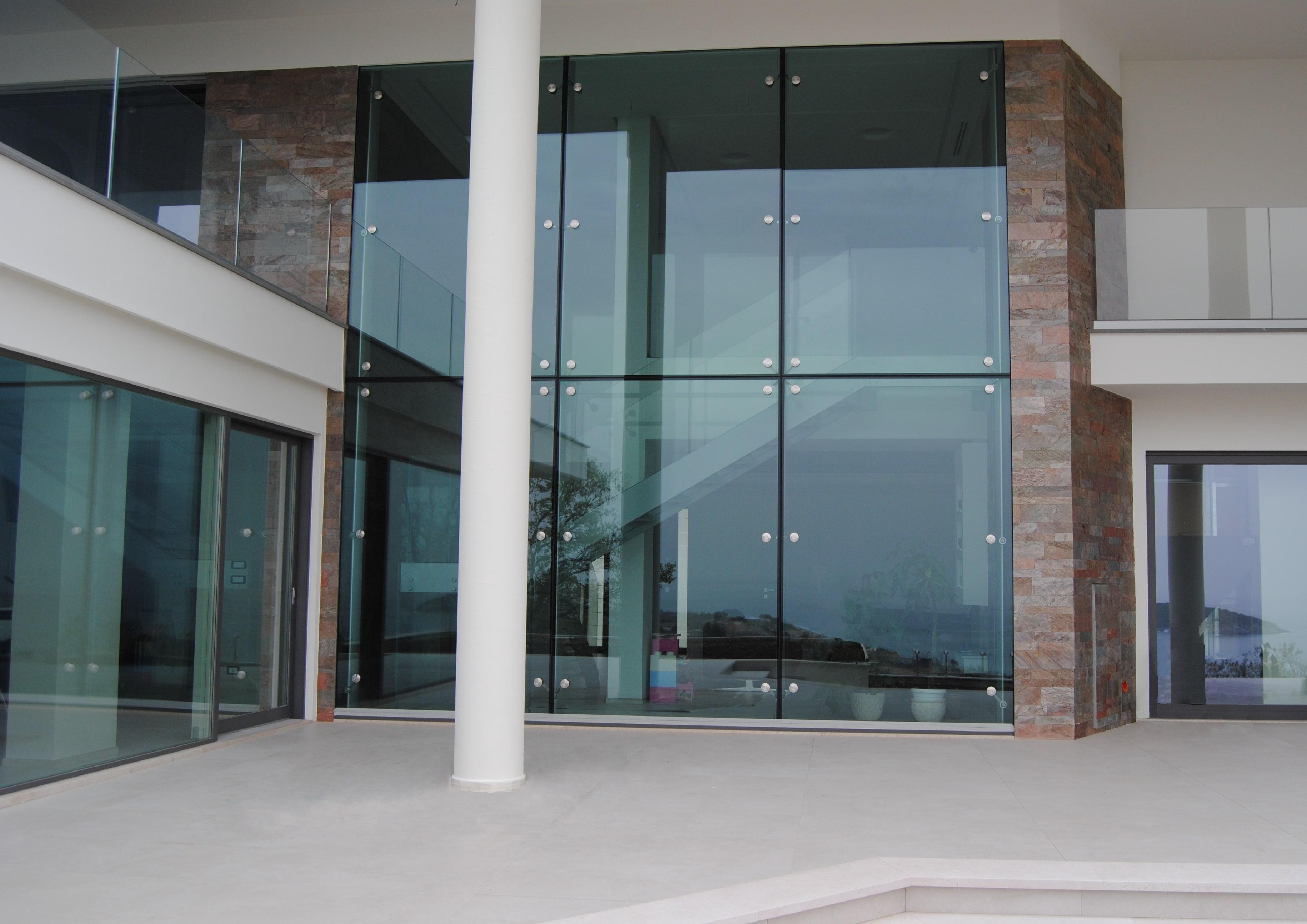 Facciata puntuale con vetrocamera in vetro stratificato e - Vetrocamera basso emissivo ...