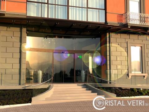 INGRESSO IN VETRO CURVO -HOTEL BRITANNIQUE-